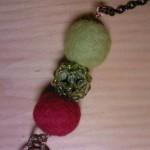 Particolare Collana Verde Gialla e Rossa